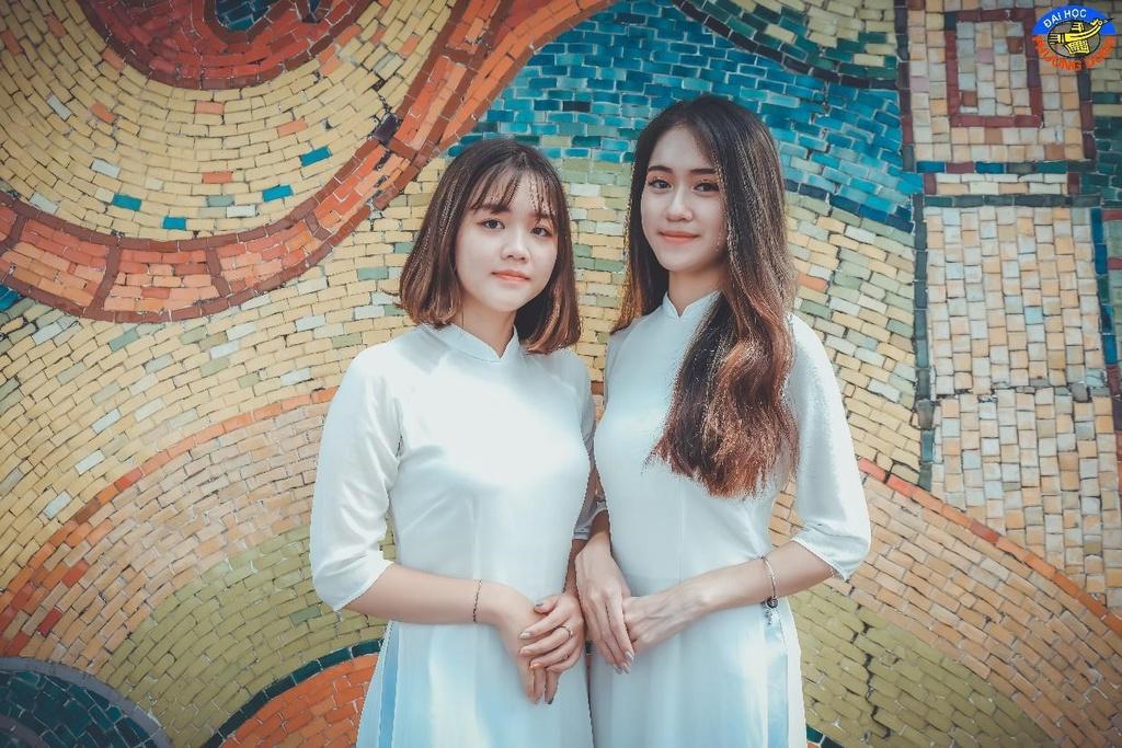 Sinh viên ĐH Phương Đông check-in quảng bá nét đẹp thủ đô
