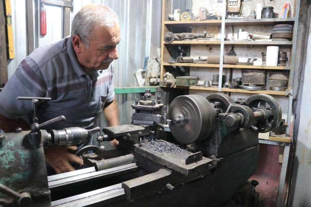 Dokuma Tezgahlarının Minyatürünü Yapıp Satmaya Başladı