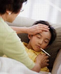 Những điều nên và không nên làm khi trẻ bị sốt