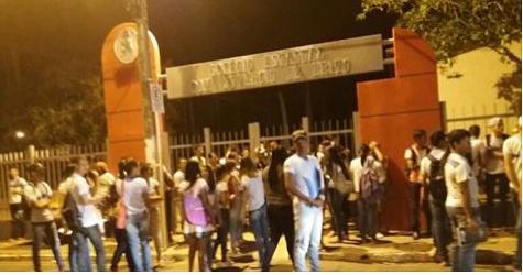 Direção escolar fecha escola, proíbe ocupação e intimida os estudantes com a presença da Policia Militar em Canindé de São Francisco/SE
