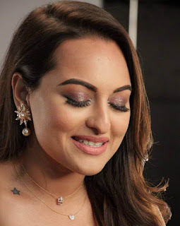 Hindi Actress Sonakshi Sinha Face Close Up Pictures (4)