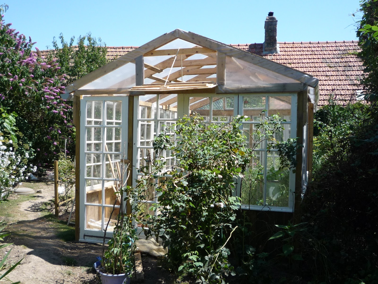 Greenhouse made from recuperated glass windows