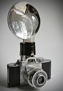 Penemu Lampu Kilat, The Flashbulb, sejarah lampu kilat, kamera The Flashbulb, The Flashbulb camera, penemu flash kamera