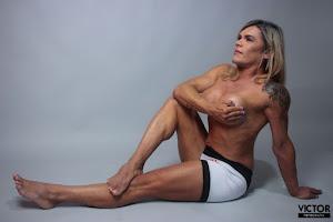 Carla Galvão, atleta Body Fitness, posa para ensaio sensual