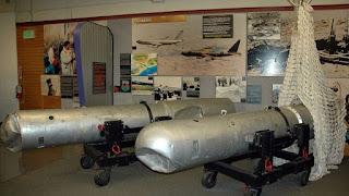 Dos de las bombas recuperadas de Palomares