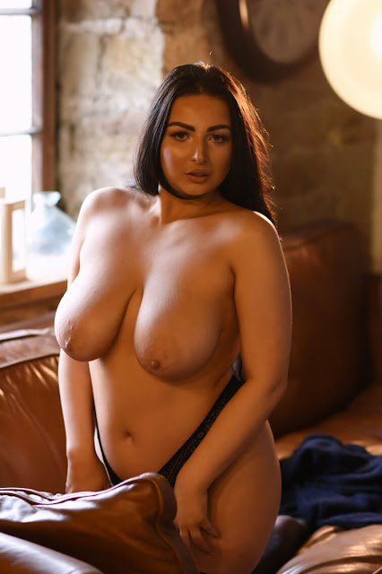 curvy model topless sexy tits