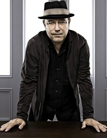 Foto de Rubén Blades en sesión fotográfica