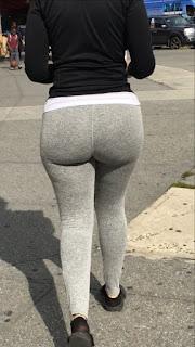 Mujeres sabrosas usando pantalones yoga ajustados