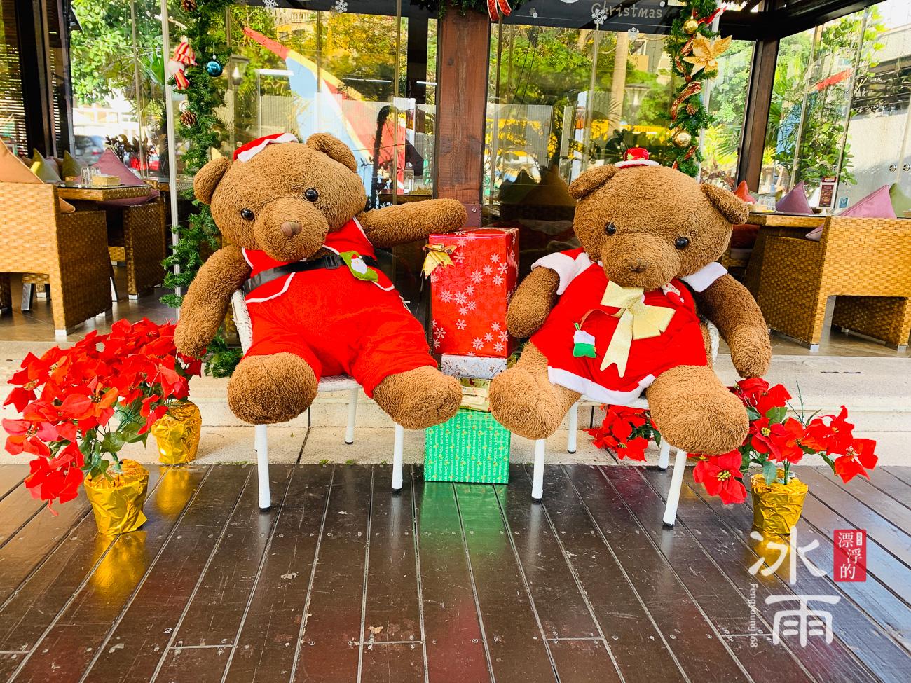 榕堤水灣景觀餐廳超級大的熊,是大家最愛的拍照地點