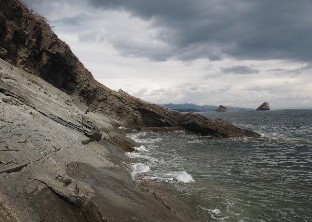 Владивосток, бухта Стеклянная - скалы