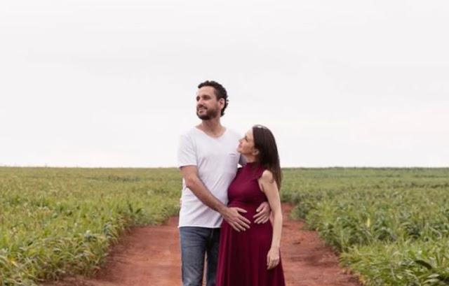 Leonardo Gonçalves posta fotos da esposa grávida
