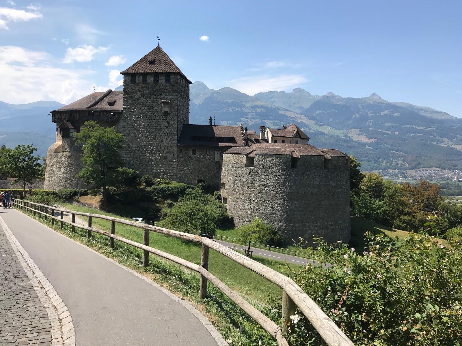 ba2611a89eaf Schloss Vaduz - ikke meget Disney her!