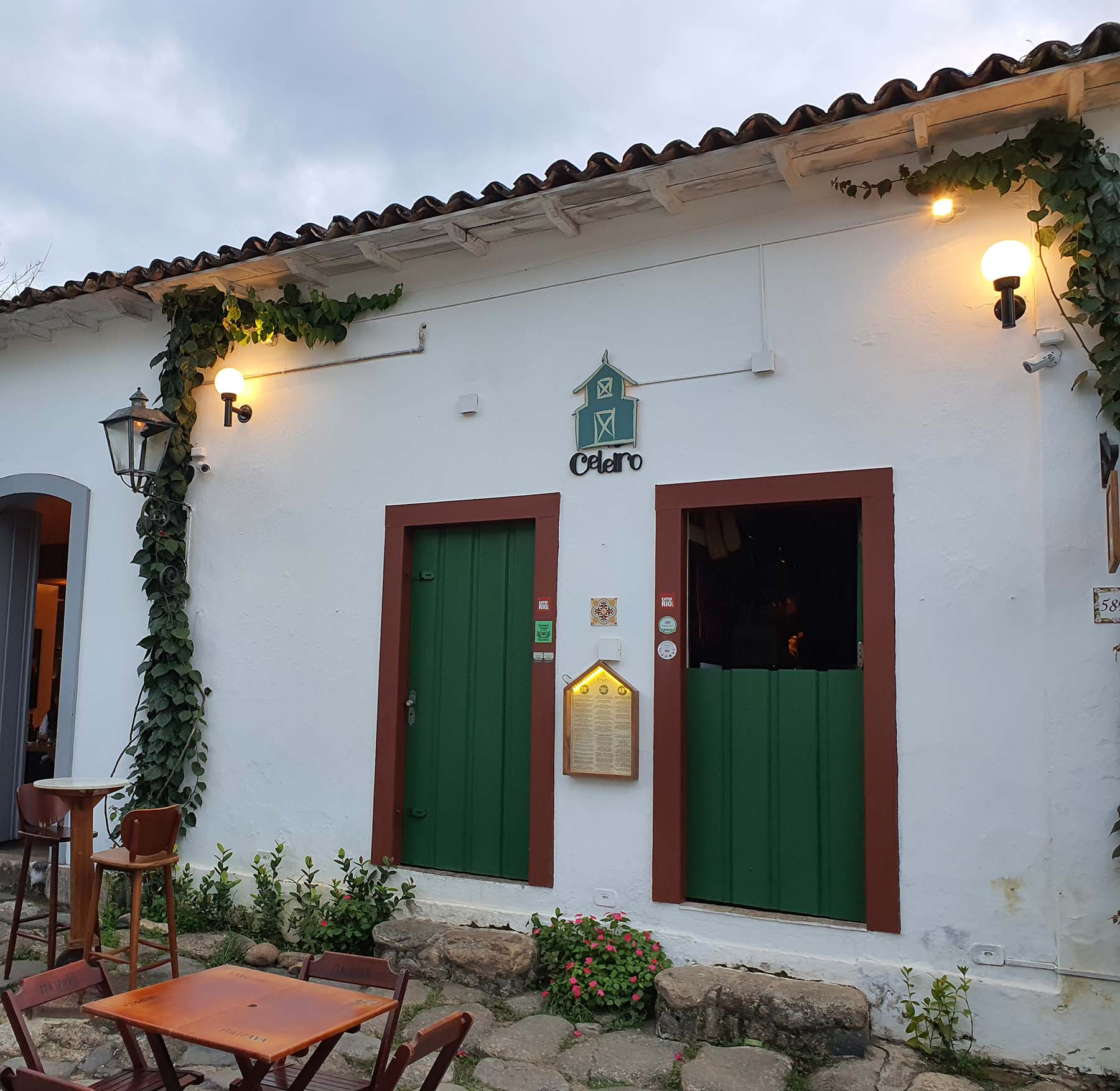 Dica de restaurante em Paraty: Celeiro Armazém Tropical