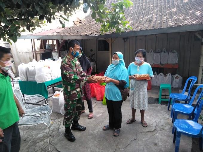 Kapten Warji Pelopori Pembagian 500 Nasi Kotak Oleh TNI-POLRI Surakarta