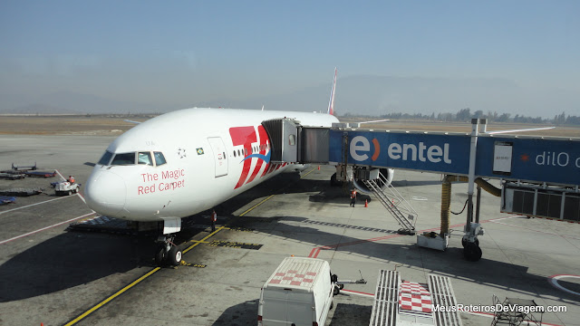 Airbus 777-300 da TAM no Aeroporto de Santiago