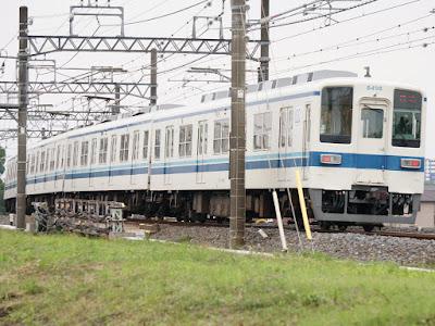 東上線を回送として走る東武鉄道8000系8198F