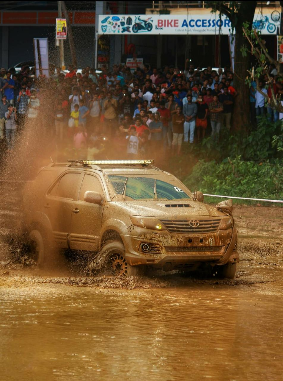 Fortuner in Mudrace, automobile events in kerala, monsoon events, monsoon tourism