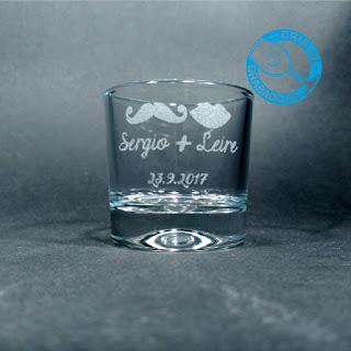 Vaso de chupito grabado con sello de Boda