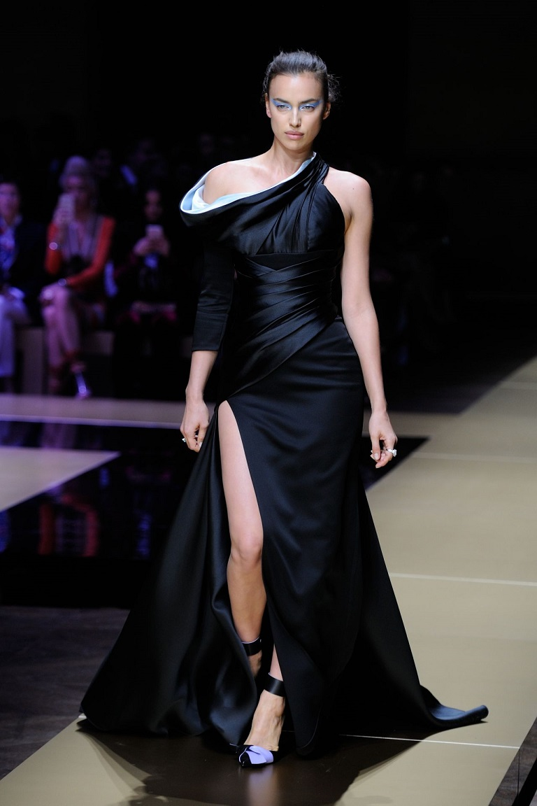Irina Shayk walks the Versace S/S 2017 Paris Fashion Show