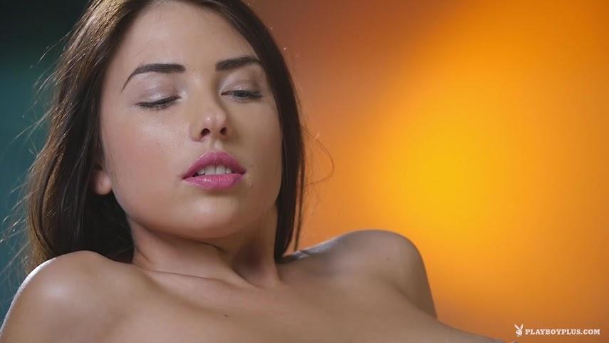 [Playboy Plus] Niemira - Golden Glow 1488859663_golden-glow