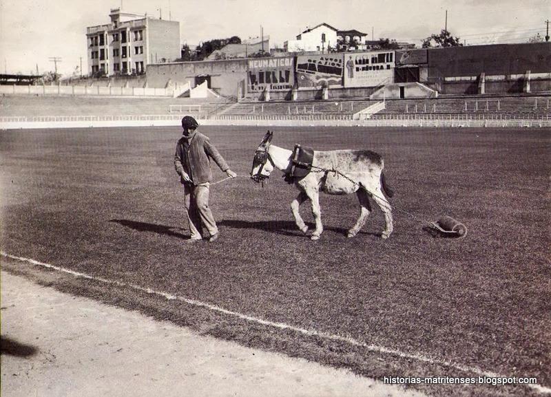 FOTOS HISTORICAS O CHULAS  DE FUTBOL 01+-+Preparaci%C3%B3n+del+terreno+de+juego+del+Estadio+de+Chamart%C3%ADn.Hacia+1925.Foto+%C3%81lvaro