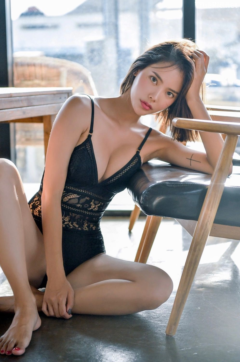 Korean hot model and fashion - Song Yi - Black and White Swimsuit for Summer Vacation - Picture 3