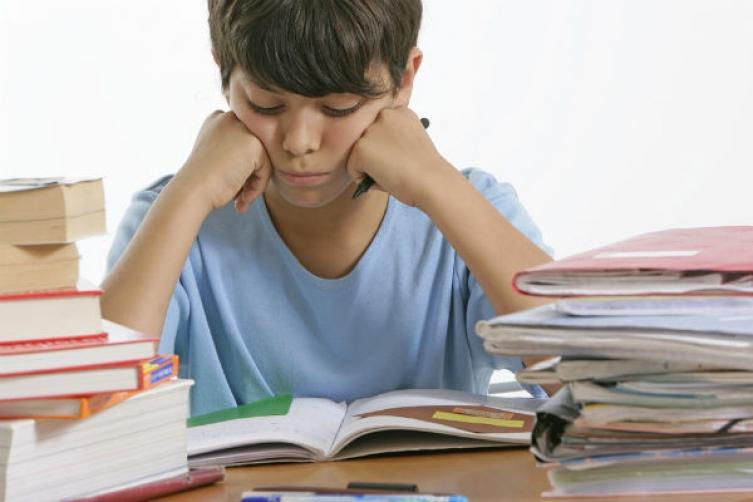 كيف احبب طفلي في الدراسة والمذاكرة.