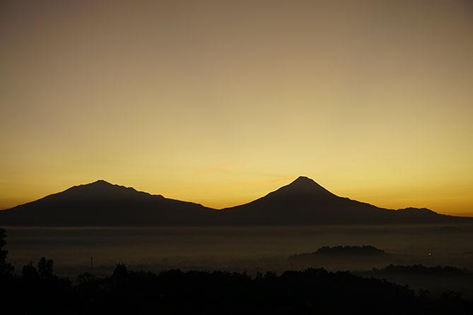 Sunrise di Punthuk Setumbu Magelang