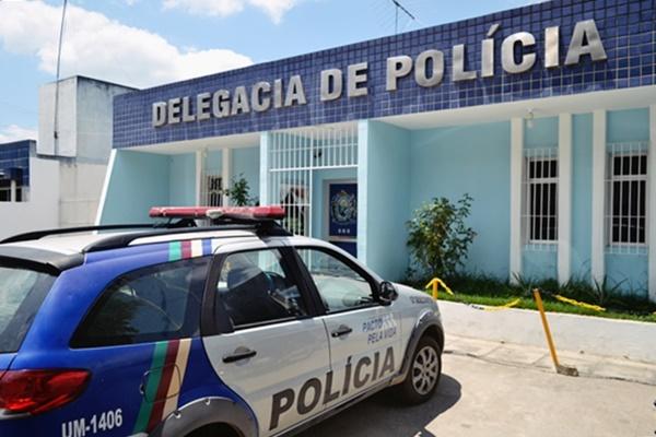 POLICIAIS MILITARES PRENDEM ELEMENTO QUE ESTAVA ATERRORIZANDO RUINHA EM GRAVATÁ/PE