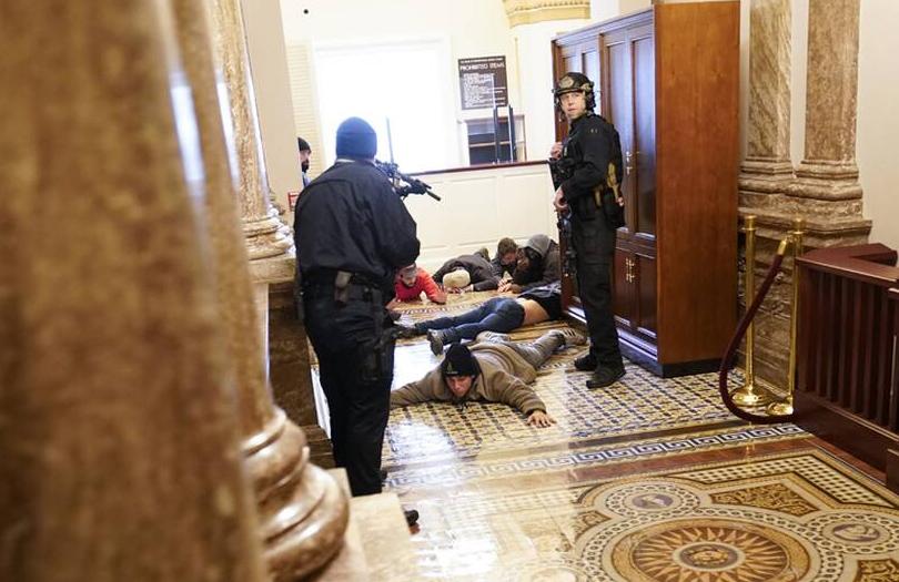 ΗΠΑ-Πυροβολισμοί-με-Νεκρή-Γυναίκα-στο-Καπιτώλιο-2