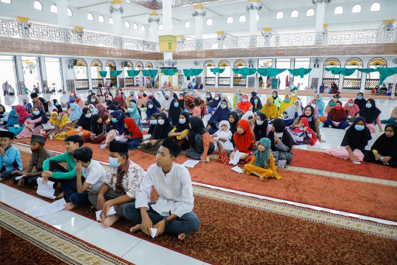 Pemkab Asahan Bekerjasama Dengan BKM Masjid Agung H. Achmad Bakrie Kisaran Menyantuni Kaum Dhuafa dan Anak Yatim