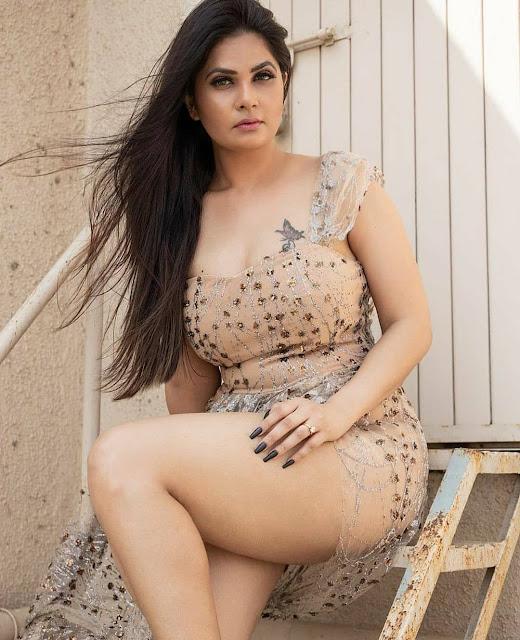 Hot model cum actress Aabha paul Sexy photo gallery cum biography