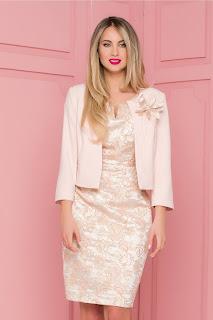 Compleu rose cu rochie din brocard •