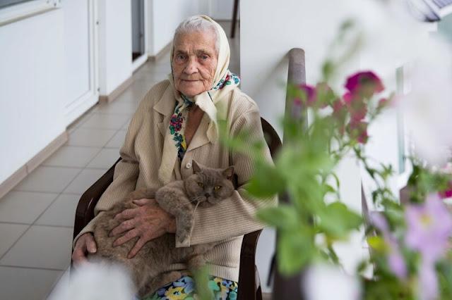 Бабушка попросила отвезти ее в Дом престарелых, через 2 недели ее похоронили