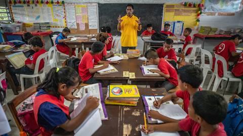 corrupt Menghilangkan Budaya Korupsi Melalui Pendidikan Dalam Keluarga & Sekolah