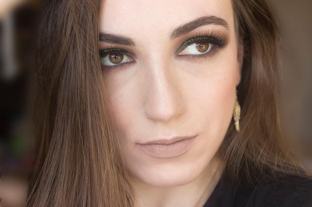 Макияж глаз с зелёным акцентом