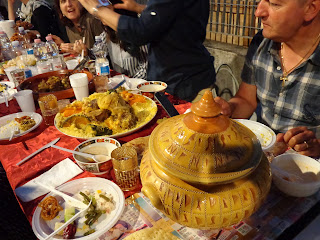 tavola imbandita iftar
