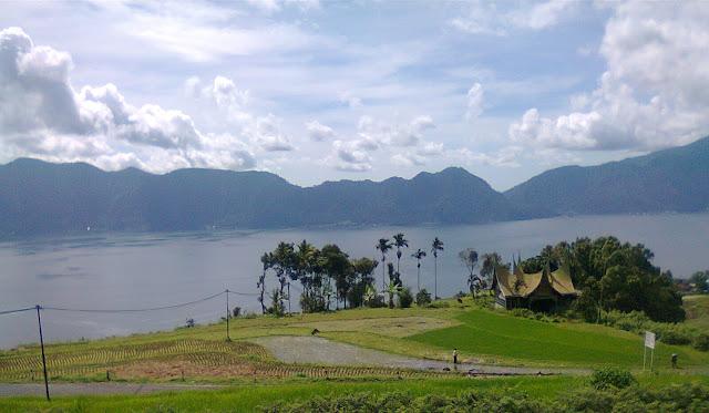 Keindahan Nusantara Danau Maninjau di Padang Sumatera Barat