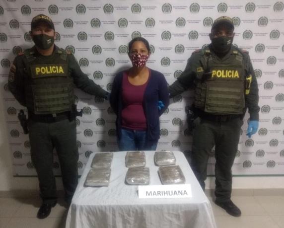 hoyennoticia.com, En Pelaya la cogieron con seis 'panelas' de marihuana