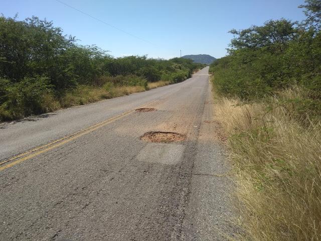 PB 317 que dá acesso ao Município Riacho dos Cavalos está em péssimo estado
