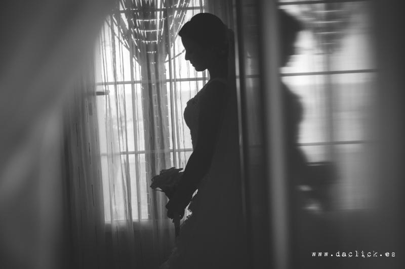 Fotografo de bodas Catral novia saliendo de su casa