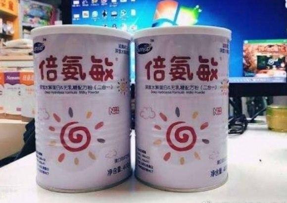 Trẻ em Trung Quốc sưng đầu vì uống sữa rởm