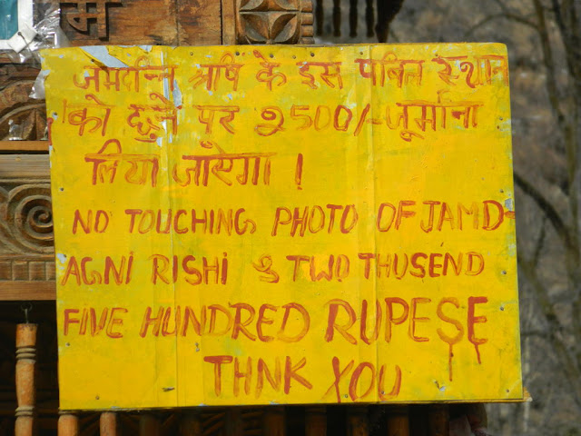 warning sign at Jamlu devta temple