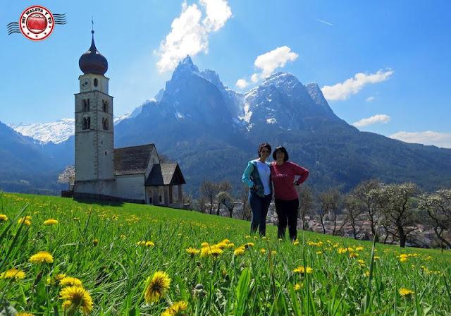 En la iglesia de San Valentín, Montes Dolomitas