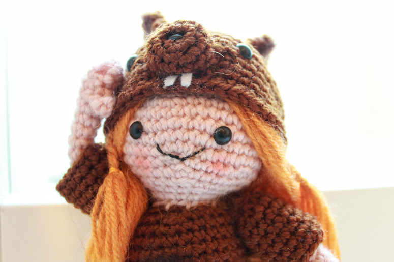 Tee virkkaamalla itsellesi tai lahjaksi suloisen Amigurumi täytetyn nuken. Oravatyttö Amigurumi ohje on ilmainen ja mukana paljon kuvia.