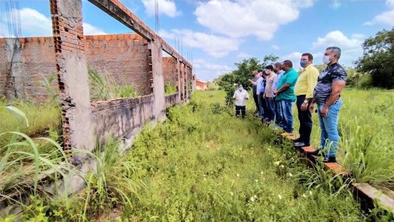 Hildo Rocha exige soluções para obras inacabadas do Ministério da Educação