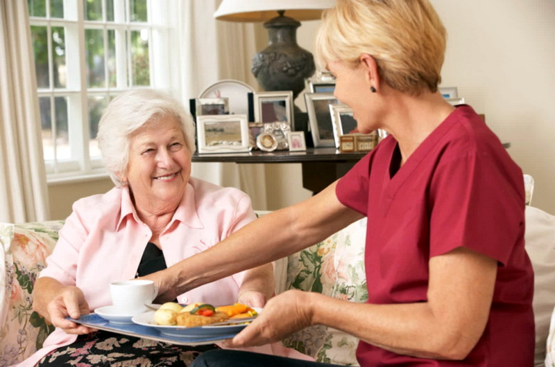 Παγκόσμια Ημέρα Τρίτης Ηλικίας: Εξειδικευμένη διατροφή για τις ανάγκες των ηλικιωμένων