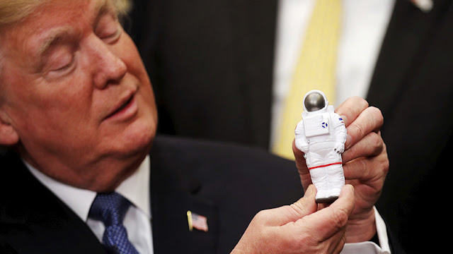 Trump anuncia que EE.UU. enviará una misión tripulada a la Luna y Marte
