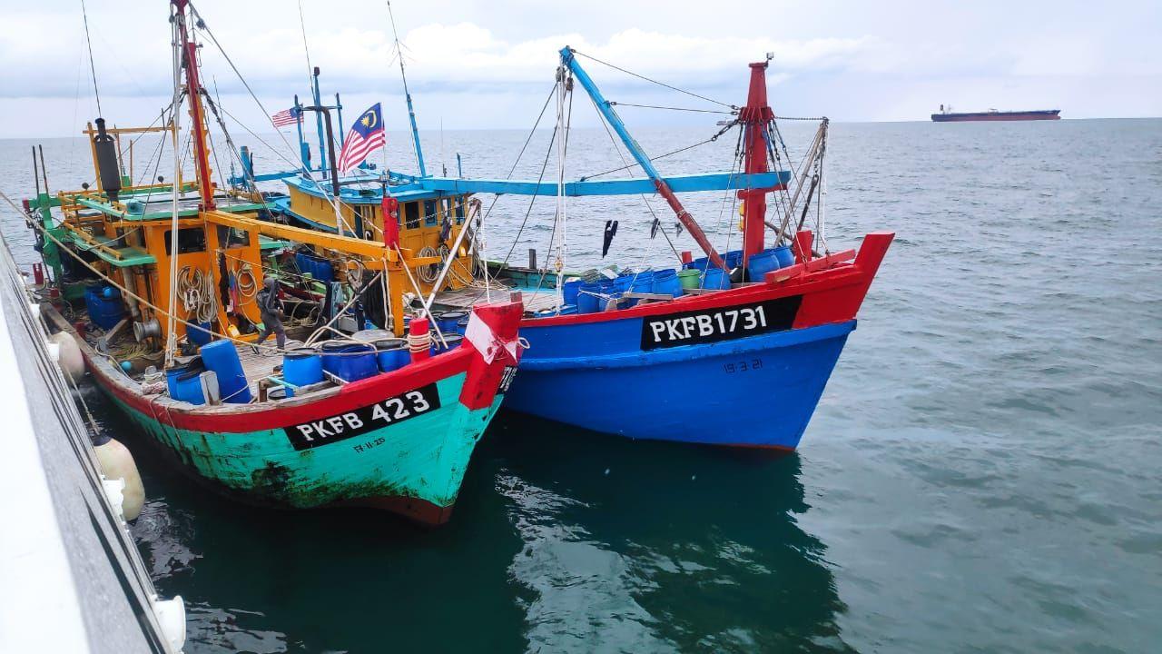 Diam-diam Masuki Perairan Karimun Tanpa Izin, Kapal Gelap Malaysia Diringkus Bakamla