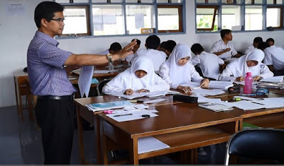 11 Peran Guru Dalam Proses Belajar Mengajar Di Sekolah